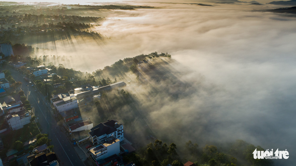 A part of Bao Loc City is bathed in sunlight and fog. Photo: Le Van Cuong