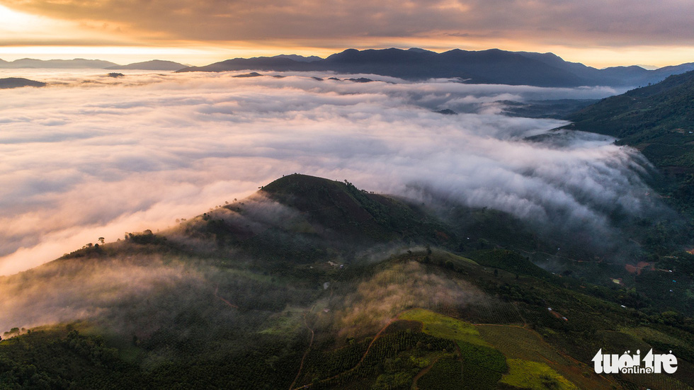 Rolling clouds are seen above mountain ranges in Bao Loc City. Photo: Le Van Cuong