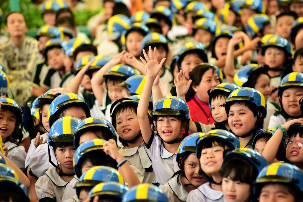 Students of Luong The Vinh Primary School are seen at the event. Photo: Tuoi Tre
