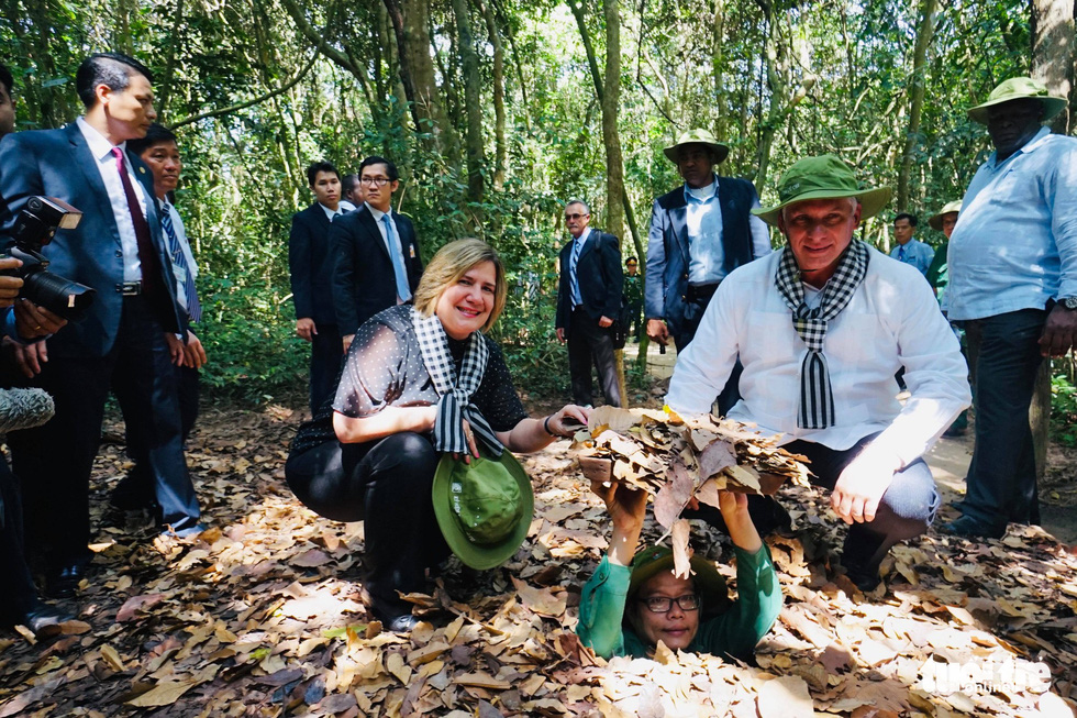 Cuban president tours Cu Chi Tunnels in Ho Chi Minh City