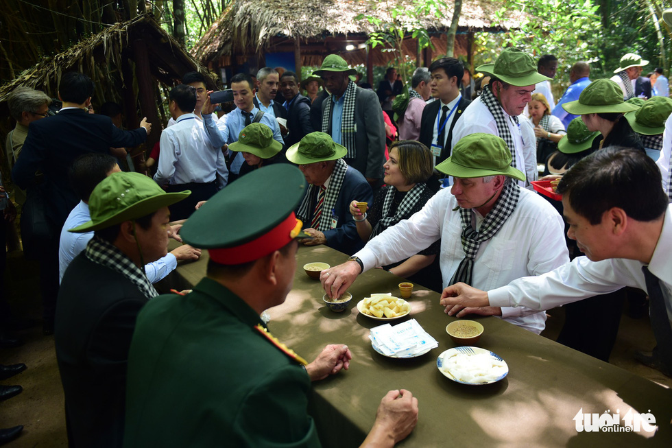 The president and his spouse taste the signature dishes at the site.