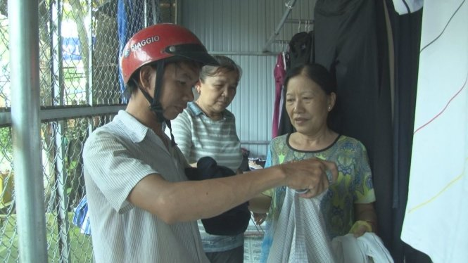 Ex-teachers offer free clothes to poor in southern Vietnam