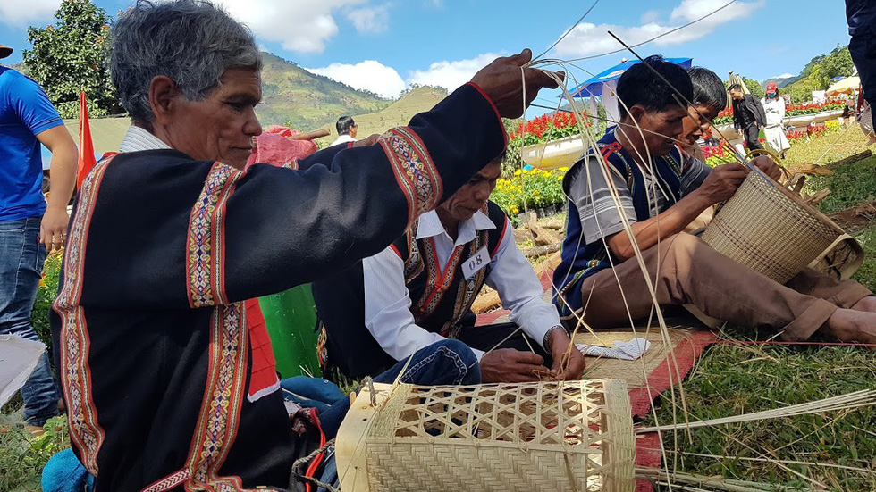 Villagers make traditional objects of the ethnic minority at the festival.