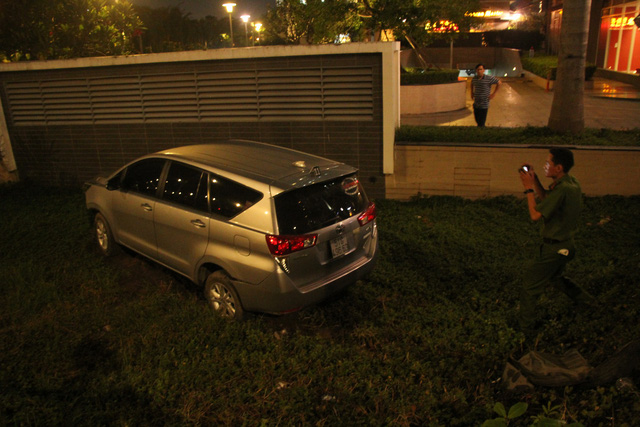 The car is seen after the accident. Photo: Tuoi Tre