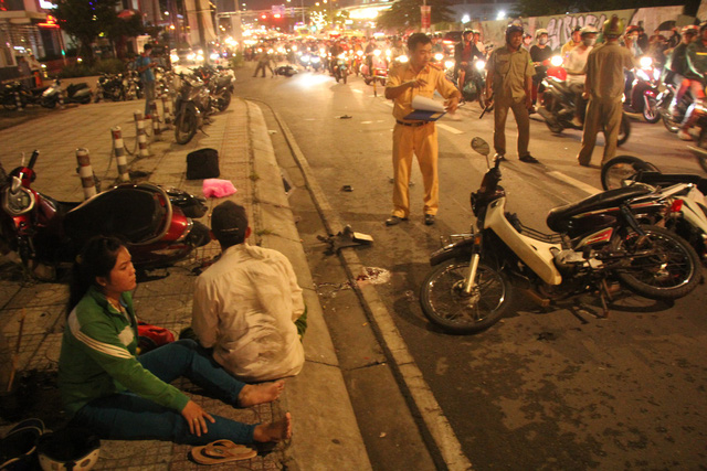 One dead as car hits four motorbikes in Ho Chi Minh City