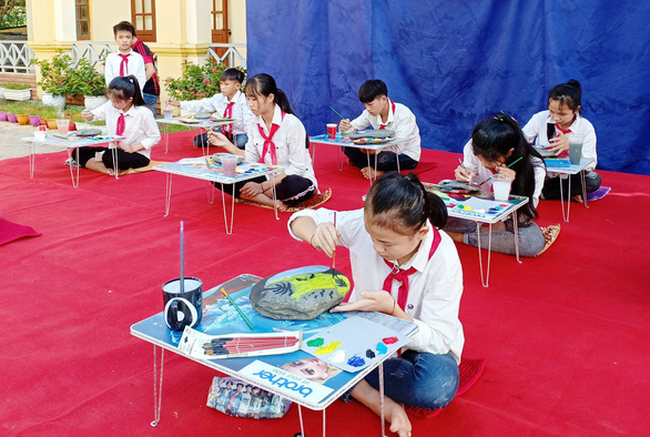 Vietnamese students paint rocks to raise funds for needy peers