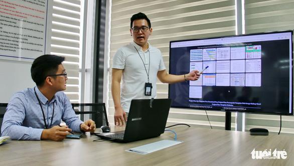 Employees are seen at Samsung Vietnam Mobile R&D Center in Hanoi, Vietnam. Photo: Tuoi Tre