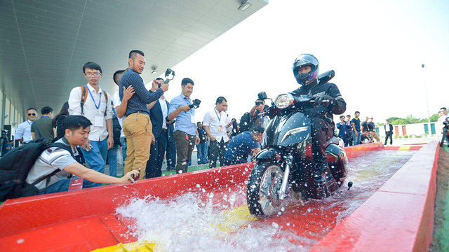 Electric motorcycles a lucrative market awaiting Vietnamese manufacturers: experts