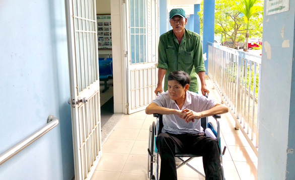 Da Nang motorbike taxi driver commands respect for unconditional care for poor passenger