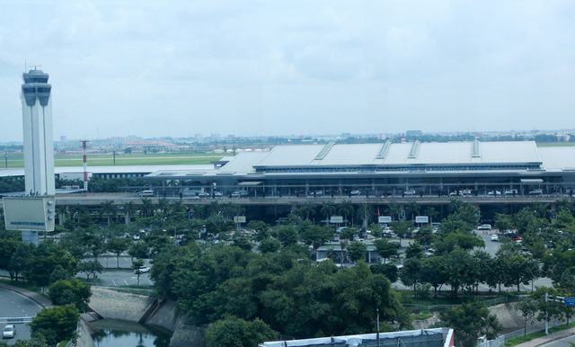 Foreigner detained at Vietnam airport over entry denial a headache for airport managers