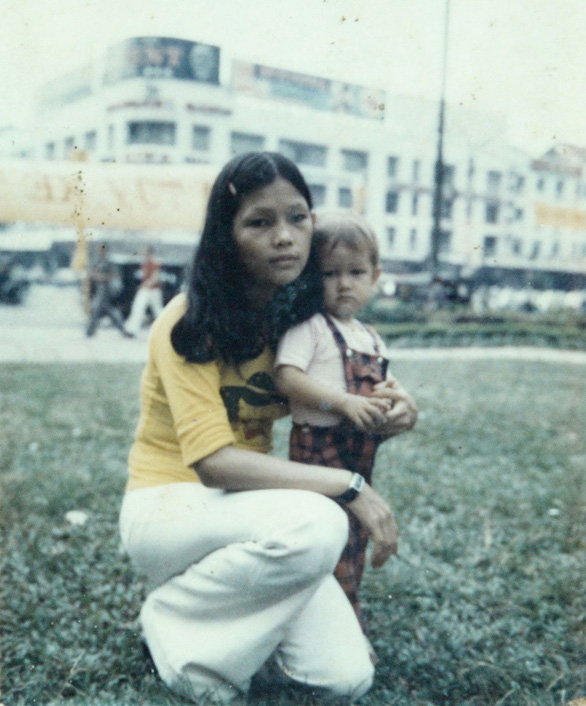 A photo of Nguyen Thi Dep and her three-year-old daughter Nguyen Thi Phuong Mai, taken in 1975.