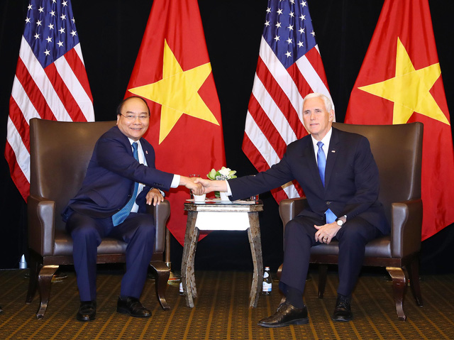 Premier talks East Vietnam Sea issue with US vice-president in Singapore