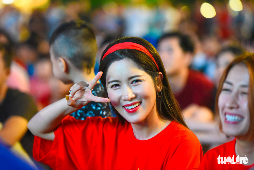 A South Korean female fan in a typical red T-shirt often worn by Vietnamese football fans is seen at the Nguyen Hue pedestrian area on November 16, 2018. Photo: Tuoi Tre