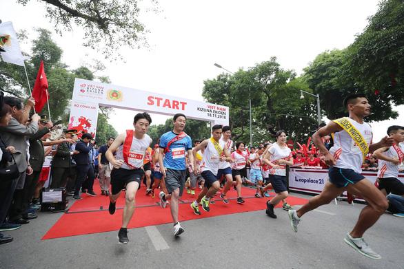 Relay marathon for traffic safety organized in Hanoi