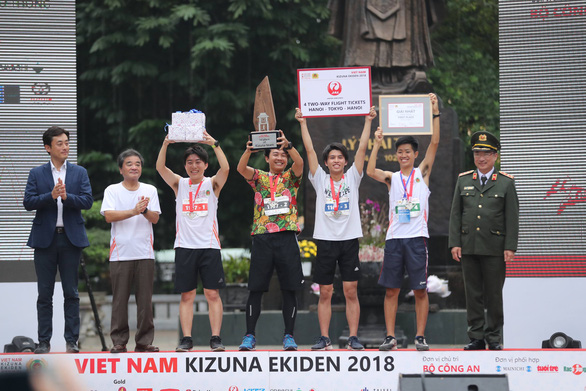 An award ceremony is organized following the relay race.