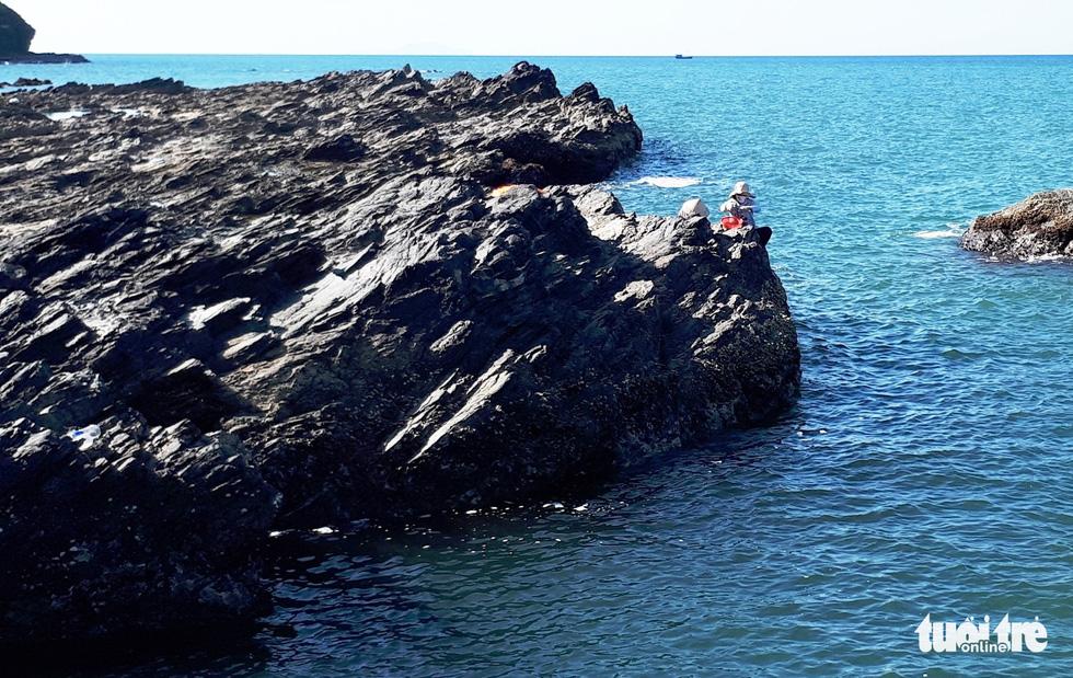 Dark colored sedimentary rocks on Tam Hai.