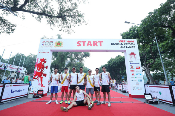 A group of participants pose for a photo at the starting point.