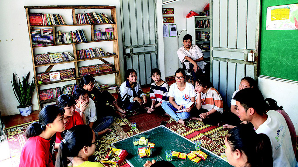 Phung Van Truong and students are seen at his home-based library in suburban Hanoi, Vietnam. Photo: Tuoi Tre