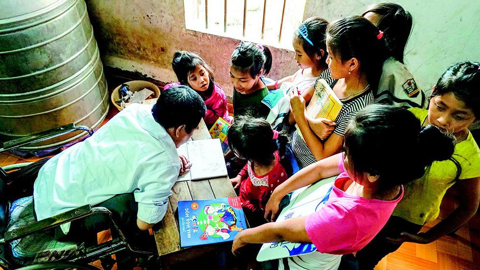Vietnamese man in wheelchair well known for teaching village kids