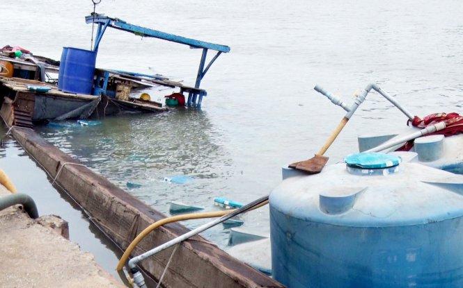 Boat transporting acid sinks in southern Vietnam