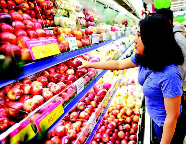 Fruit-exporting Vietnam spends over $1.4bn buying fruits, vegetables in ten months