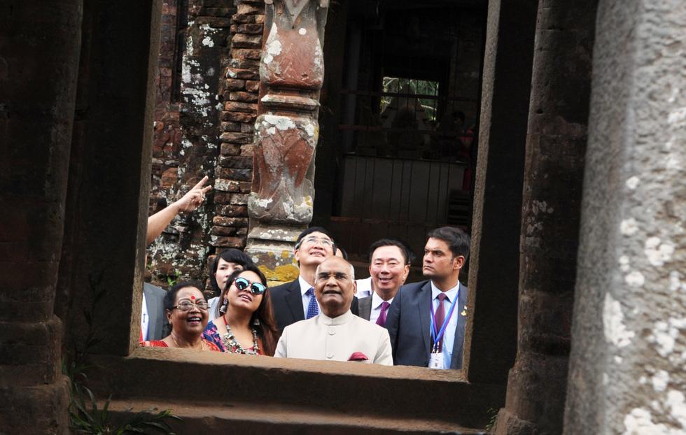 President Kovind tours the site.