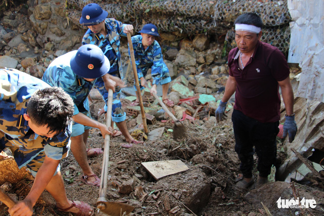 Death toll in Nha Trang landslides mounts to 17