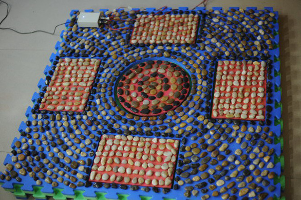 The carpet made by Duong Thi Thu Ha and two high-school students.