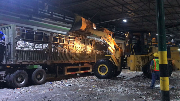 Factory waste from the Lee & Man paper mill in Hau Giang Province in southern Vietnam is loaded onto a truck. Photo: Tuoi Tre