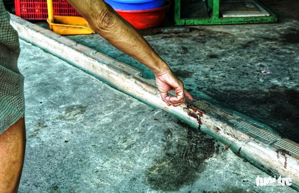 The victim's blood could be spotted on the floor of the house. Photo: Tuoi Tre