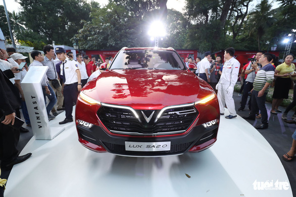 The LUX SA2.0 sedan is seen at the ceremony in Hanoi on November 20, 2018. Photo: Tuoi Tre