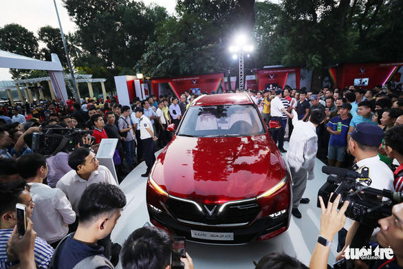 <em>The LUX SA2.0 sedan is seen at the ceremony in Hanoi on November 20, 2018. Photo: </em>Tuoi Tre