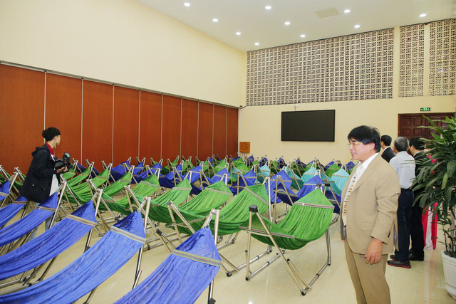 Vietnamese college creates air-conditioned snooze room for students