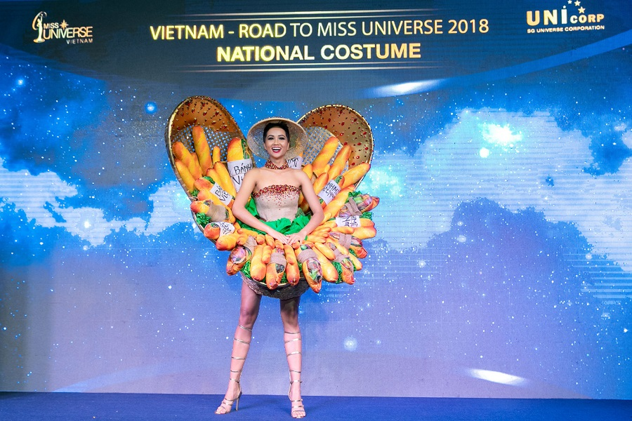 "Miss H'Hen Nie dons the ""banh mi"" costume at the press meeting on November 21, 2018"