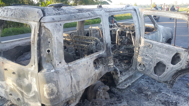 The automobile was burned following the attack on October 4, 2017. Photo: Tuoi Tre