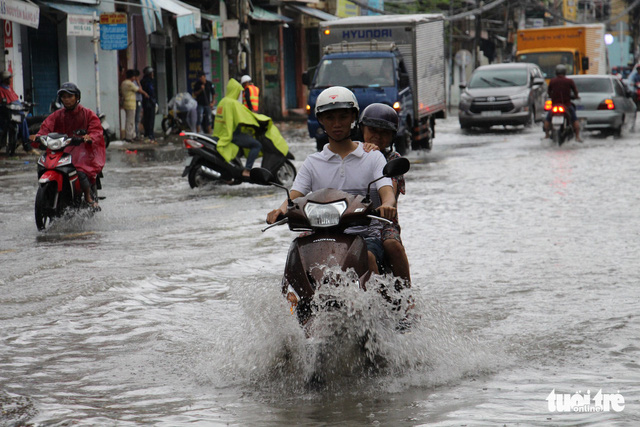 A street in Nha Trang City in the south-central Khanh Hoa Province is inundated. Photo: Tuoi Tre