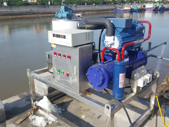 Vietnam makes first sea-water flake ice machine