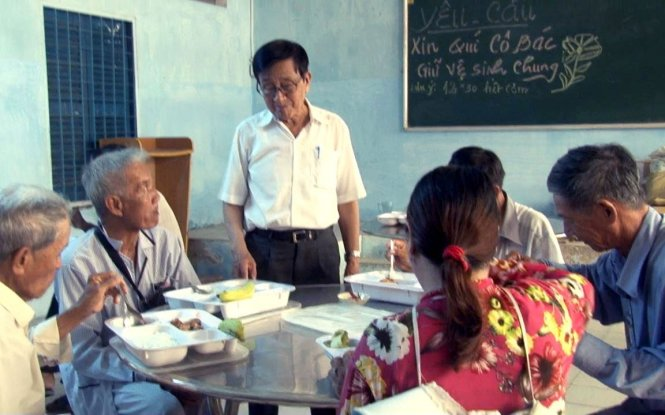 Retired Vietnamese teacher enthusiastic about giving free meals to the poor