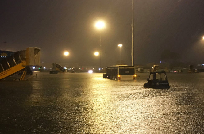 The Tan Son Nhat International Airport is completely deluged on August 26, 2016.
