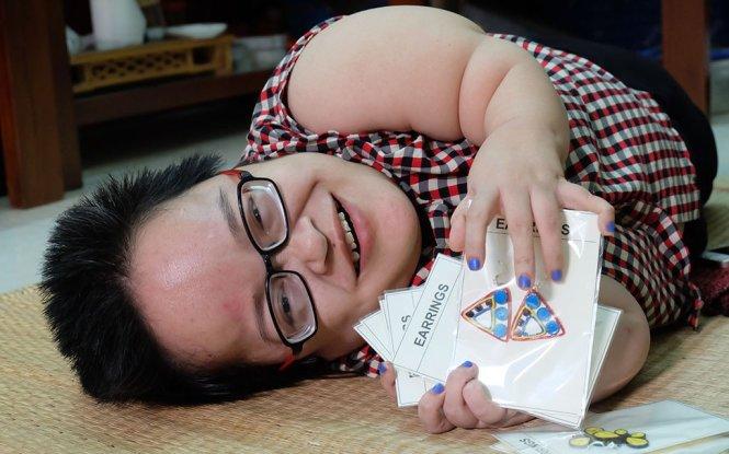 80-cm-tall disabled Vietnamese woman runs thriving business