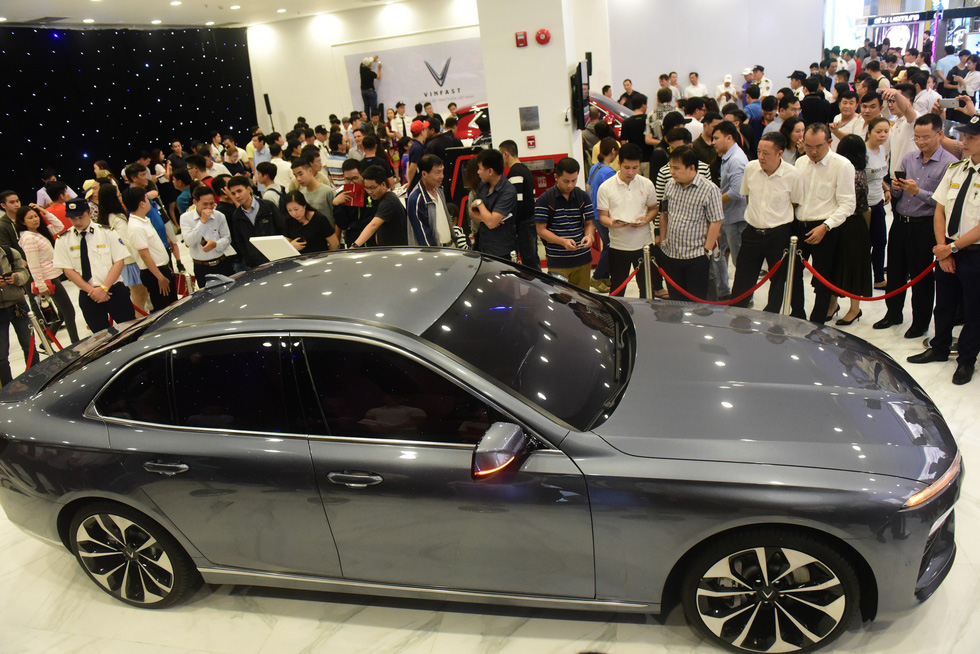 VinFast's first made-in-Vietnam cars receive warm welcome in Ho Chi Minh City