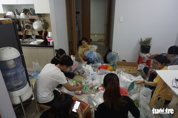 Young people prepare gifts for the homeless in Ho Chi Minh City, Vietnam. Photo: Tuoi Tre