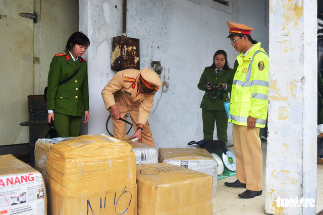 Vietnam police seize 2.5 tons of animal innards illegally carried on foreign bus