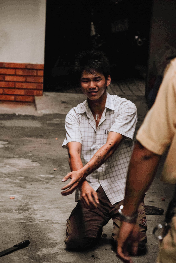 The robber yields to Nguyen Dang Thanh's arrest in a dead-end alley in Ho Chi Minh City, Vietnam, November 24, 2007. Photo: Dave MacMillan