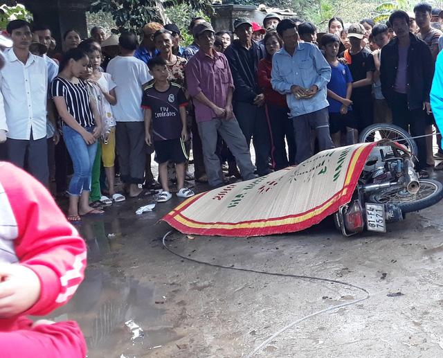 Overhead electric wire breaks killing Vietnamese motorcyclist