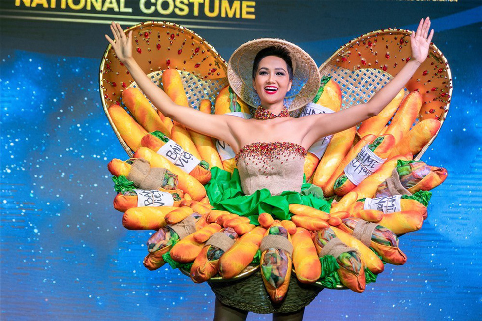 "Miss H'Hen Nie dons the ""banh mi"" costume at the press meeting in Ho Chi Minh City on November 21, 2018"