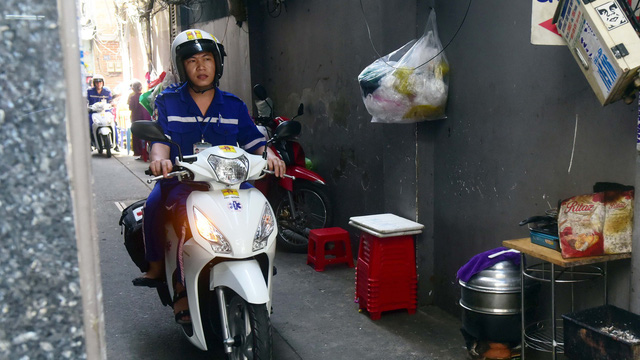 A two-wheeled ambulance responds to an emergency call in Ho Chi Minh City. Photo: Tuoi Tre