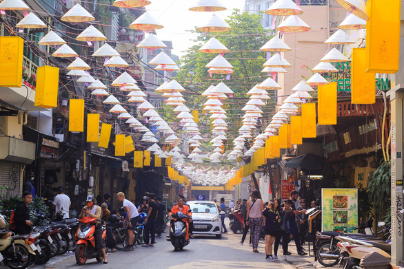 Hundreds of Vietnam's iconic 'non la' hats float above street in Hanoi