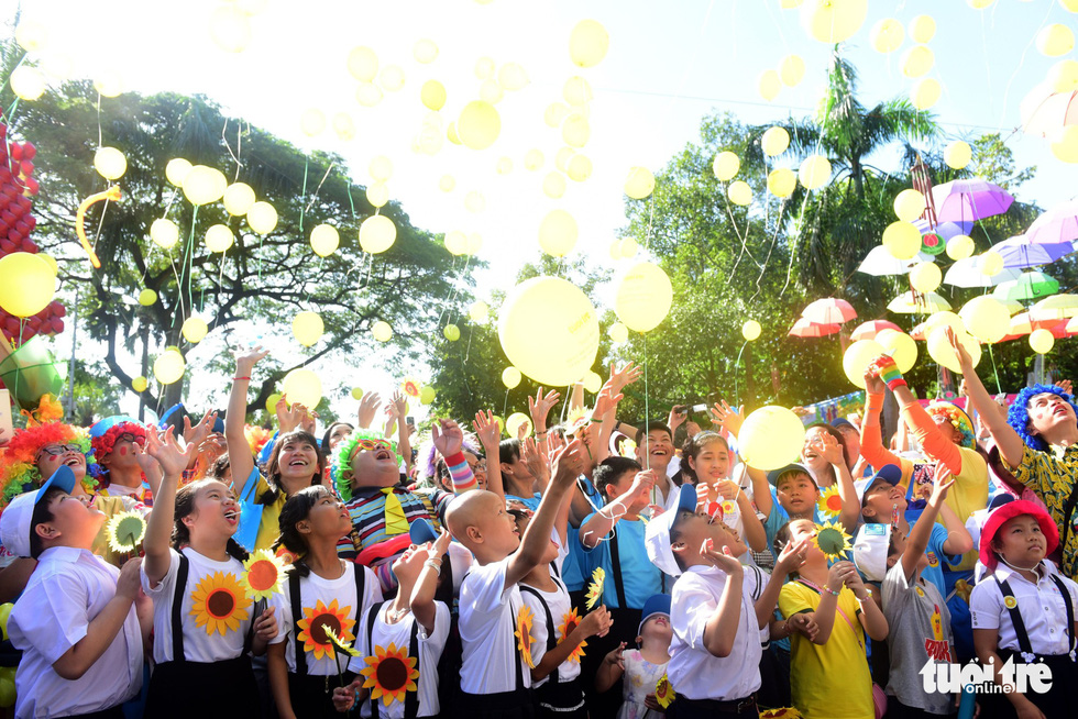 Sunflower 'blooms' in Ho Chi Minh City fest to support children with cancer