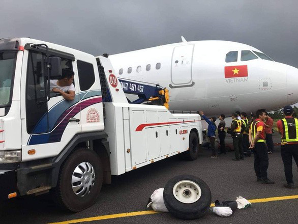 Aircrew suspended to support probe into Vietjet plane's landing incident